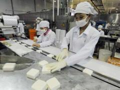 从冷饮食品厂起家,他把年销售额做到8亿