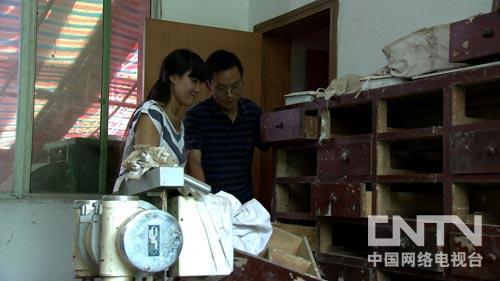 打工妹养蛇遭遇流言蜚语之后(20120927)-cctv